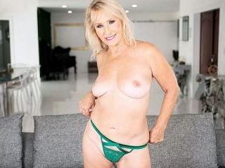 This MILF is a very bad girl