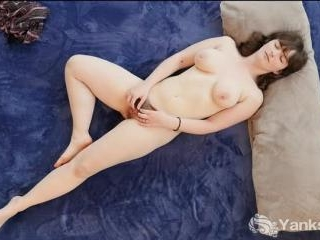 Raven Snow\'s Clit Flicking Action