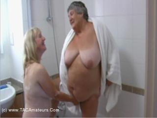 Lesbo Bath Time Pt5