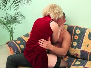 Cock hungry granny gives hot blowjob before sex