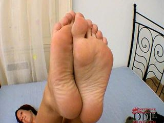 Gorgeous legs & naked feet at casting