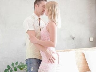 Awesome blonde babe gets her slit fucked after a B