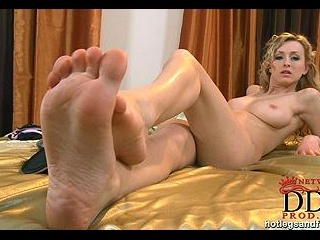 Leggy newcomer in sexy slippers!