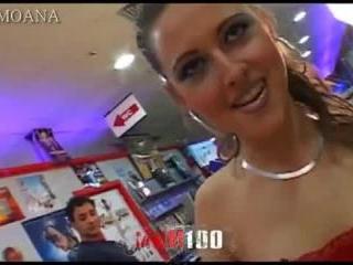 Pornstar Moana Mendez fucked in a video club