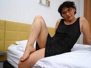 Hairy mature lady masturbating on her bed