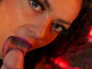Marion Lew  : Video of French MILF playing vaginal