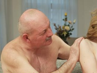 Mature dad makes closer acquaintance with young be