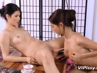 Urine splashing geisha action