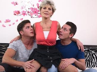 Mature slut sucking and fucking two guys at once
