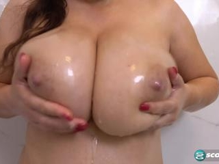 Laura Tithapia: Big Wet Tits