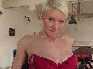 On caste la belle Mia, une célibataire de 36 ans