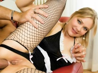 Polish MILF takes it up the ass