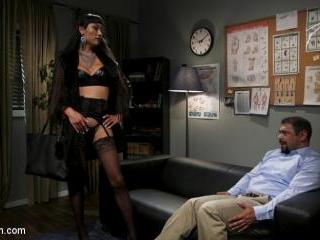 Quit Yer Bitchin\': Venus Lux Tops Draven Navarro -
