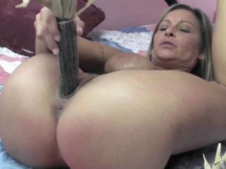 Mature hottie Leeanna Heart pulls off her black pa