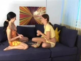 Teen Dreams > Veronika & Naomi Video