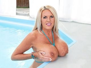 Shannon\'s Poolside Bust-out