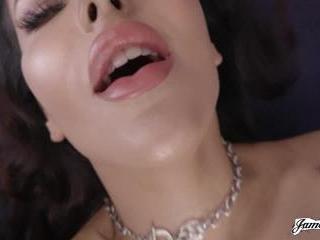 Vivienne Wynter Loves To Cum