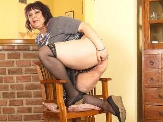 Horny mature BBW shaking her big ass