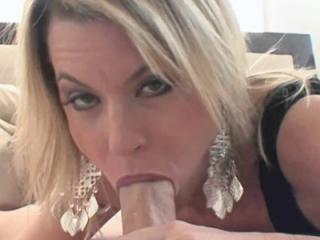 Petite housewife Jessie Fontana takes off her litt