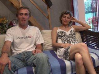 Libertine de 38 ans amène son amant pour tourner s