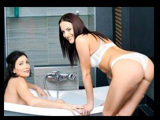 Lesbian Love in the Tub