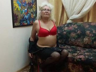 Granny xBlondymommy Plays With Flogger