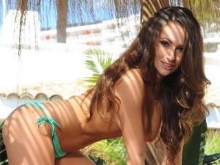 Anastasia strips from her green bikini