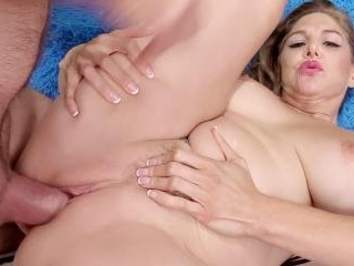 Very sexy mature woman shows pussy and takes dick