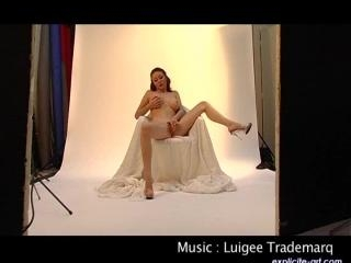 Leeloo  : First casting, stripease and masturbatio