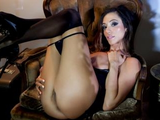 Ariella Ferrara stuffs her pussy with a glass toy