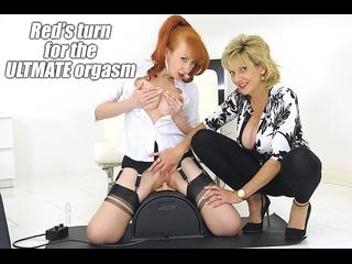 Red Cums VERY Hard On The Sybian