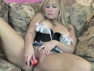 Curvy MILF Liisa lifts up her denim miniskirt to s
