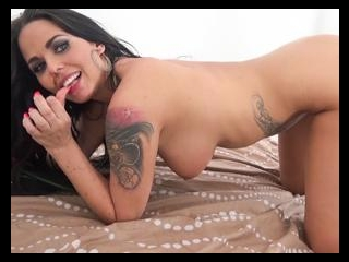 Simony Diamond Dabbles With The Dick