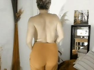 Mature Housewife Desire7 Puts on a Show