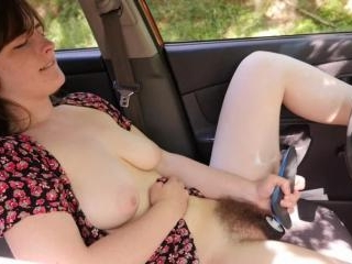 Raven Snow\'s Hot Hairy Pussy In The Car