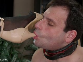 A Morning With Jessica Fox: Slave Marcelo Serves A