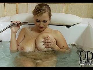 Terrific Tittie Tub Show!