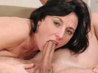 Amateur mom sucking and fucking