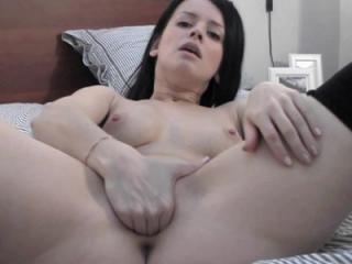 Horny webcam hottie Britney stuffs four fingers de