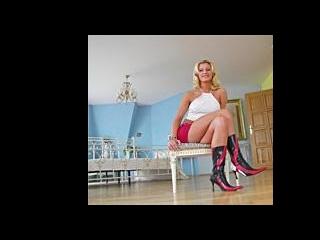 Kristina Blonde