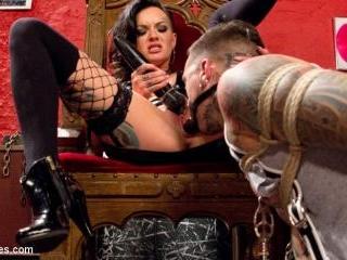 Punk Rock Foot Goddess: Mistress Lola Luscious
