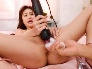 Astonishing Yura Kasumi tests different vibrators