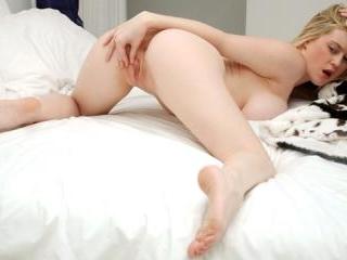 Bigtit blonde bald pussy pleasure