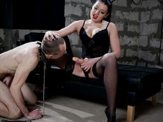 Slave\'s gaping ass