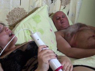 Phoebe s\'offre un réveil orgasmique après un rêve