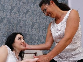 Hot babe getting a special treatment from her matu