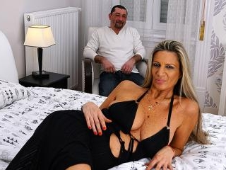Horny housewife fucking and sucking in bed