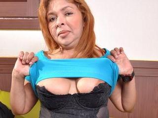 Chubby Latin housewife getting very naughty