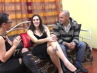 Lana, vendeuse de 28 ans, vient accompagnée de Sas
