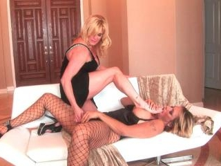 Curvy mature blondes indulge in sexy foot fetish p